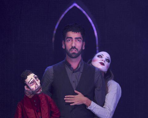 Faust (Quentin Desgeorges) und Marguerite (Jenna Siladie) finden und verlieren sich im Puppenspiel