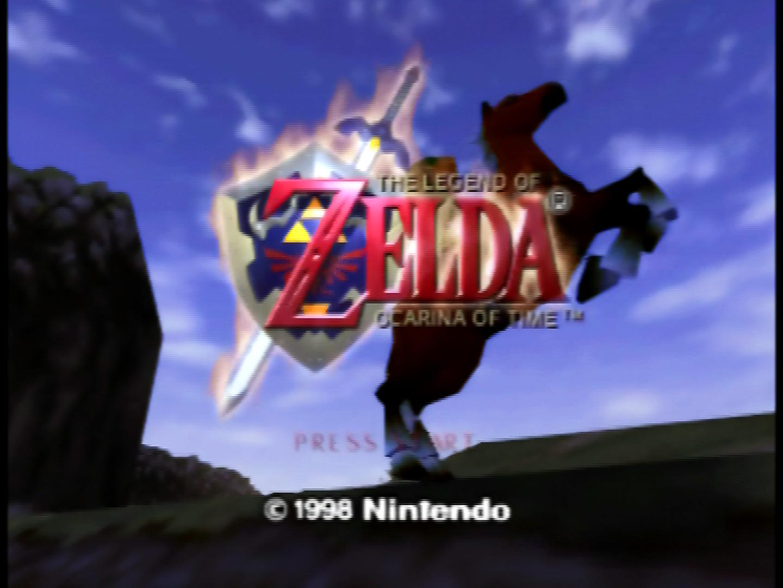 """Das Titelbild von """"Ocarina of Time"""": Link reitet auf Pferd Epona durch die hylianische Steppe."""