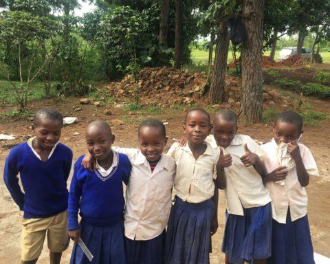 Schulkinder der Bugombe Primary School