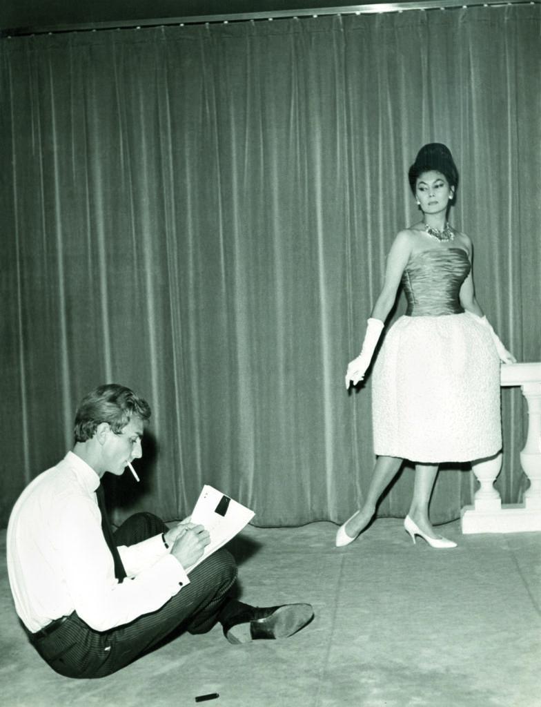 1962 - Yorn und Starmannequin Ala aus dem Hause Dior im frisch eröffneten Haute-Couture-Haus YORN auf dem Champs-Élisées/ Foto: Yorn Privatbesitz / © Diogenes Verlag